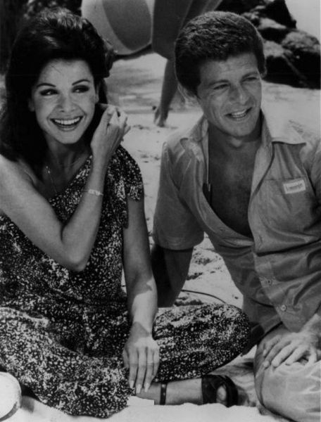 annette funicello / frankie avalon - photo wiki commons