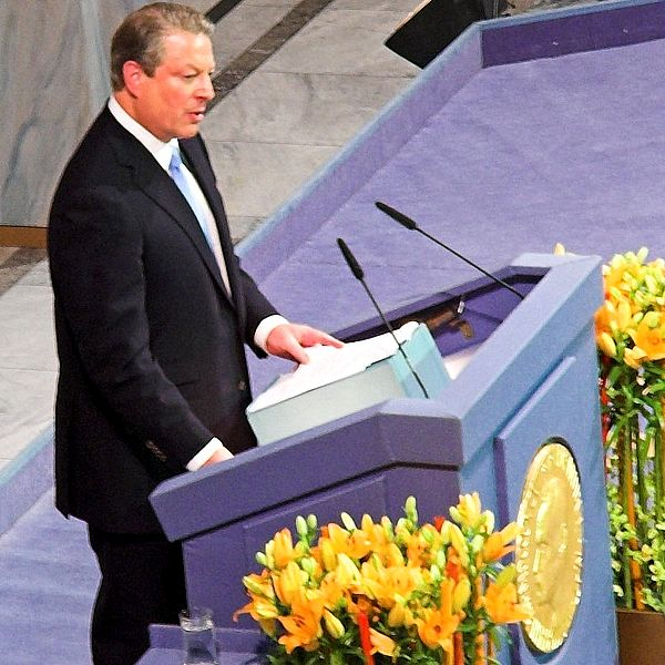 Al Gore accepts Nobel Peace Prize 2007